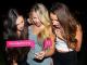 3 junge Frauen nutzen Lulu um einen Mann auszuchecken