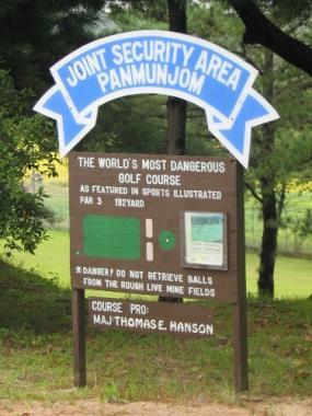 Schild am Eingang von Camp Bonifas
