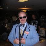 schmieriger Typ in kitschigem Las Vegas Tuxedo