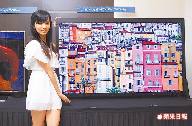 4K2K Fernseher mit Hostess