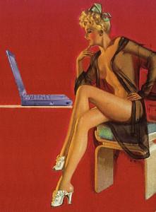 sexy Blondine im Negligé vor dem Laptop