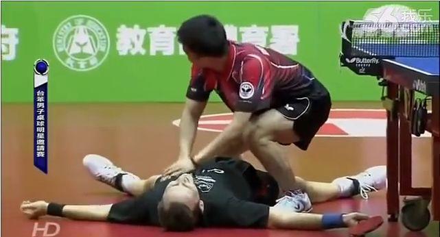 Lustiges Tischtennismatch zwischen Saive und Chuang